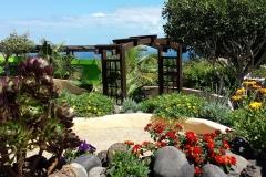 Secretchill Garden view to garden and beach